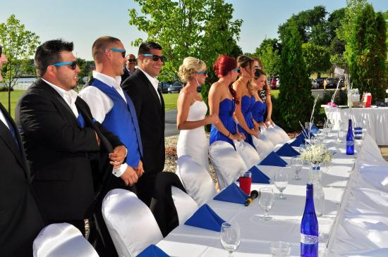 Bay City, MI: Blue And White Outdoor Wedding