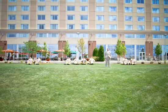 Bay City, MI: Groomsmen Relaxing In Front Of Hotel