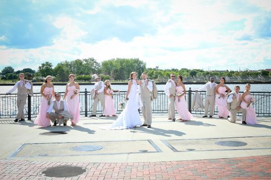 Bay City, MI: Striking A Pose On The Riverfront