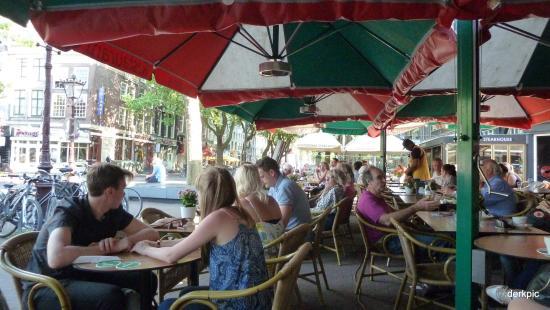 NH Amsterdam Schiller: Cafe's all round Rembrandtsplein