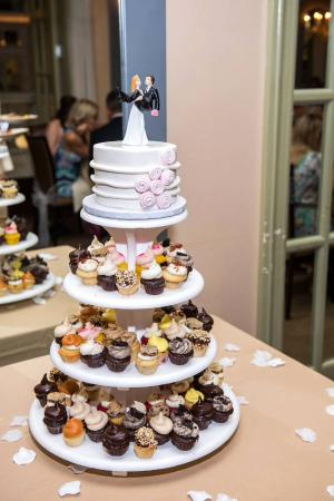 Retro Bakery: Wedding cake and cupcake tower