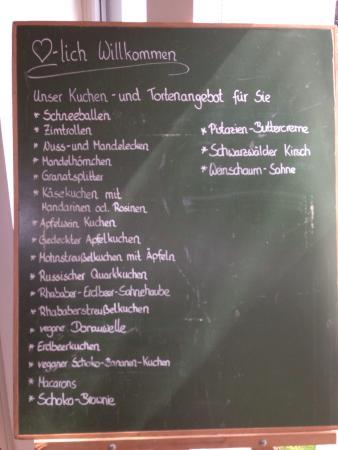 Rodelsee, Tyskland: Kuchenauswahl und Tageskarte im Juni