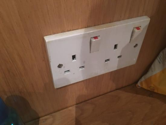 West Cromwell Hotel: 50% of the time working wall plug