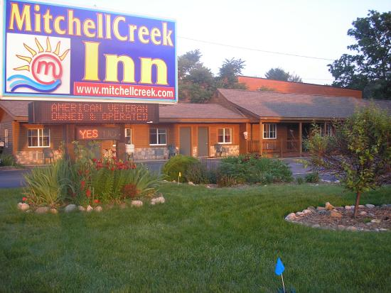 Mitchell Creek Inn : Front