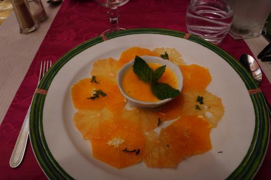 Auribeau-sur-Siagne, France: pannacotta fruits passion carpaccio