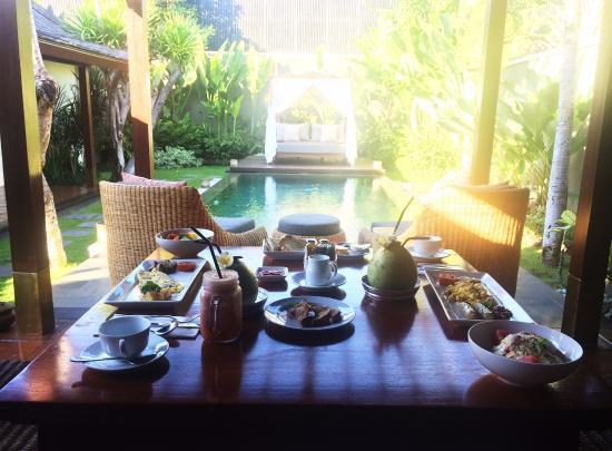 The Ulin Villas & Spa: Rich breakfast.