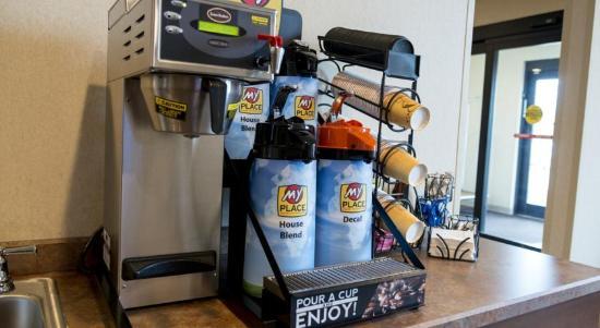 My Place Hotel-Cheyenne, WY: Enjoy fresh free coffee 24 hours a day