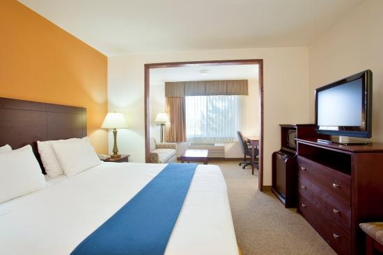 King Bed Guest Room Vernon Hills, IL.