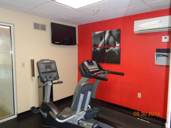 Country Inn & Suites By Carlson, Green Bay : fitness room