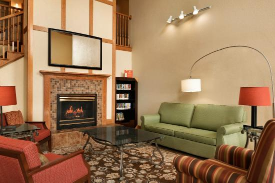 Country Inn & Suites By Carlson, Alexandria: ALXDLiving Room With Fireplace