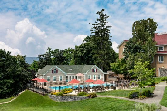 Tarrytown House Estate on the Hudson: Outdoor Pool