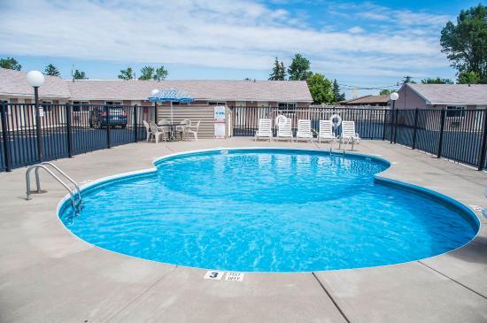 Rodeway Inn & Suites : Pool