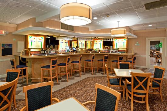 Holiday Inn Johnstown - Gloversville: Bar and Lounge