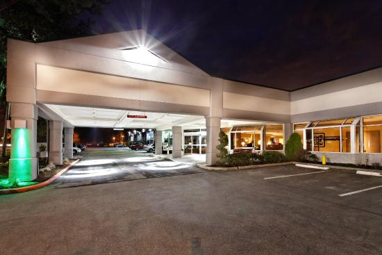 Holiday Inn Seattle - Issaquah: Hotel Exterior