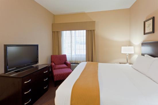 Holiday Inn Express Ashtabula-Geneva: King Suite