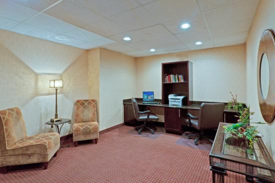 Holiday Inn Express Ashtabula-Geneva: Take care of your computer needs in our Business Center