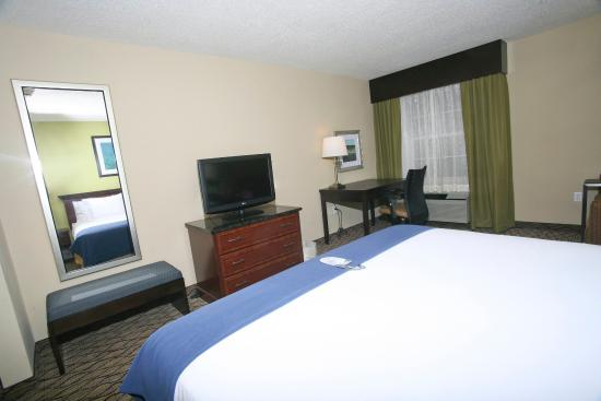 Holiday Inn Express Roseville: King Bed Guest Room