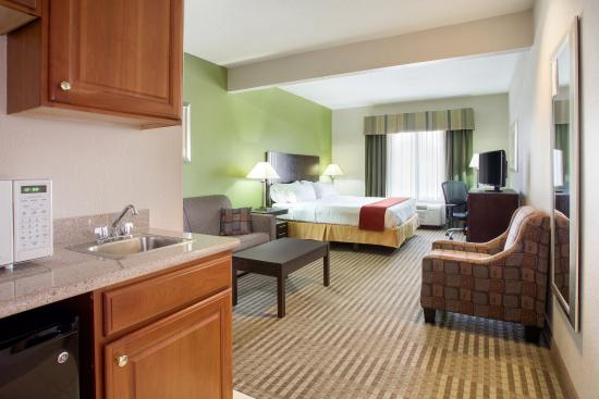 Holiday Inn Express Tell City: ADA/Handicapped accessible King Suite