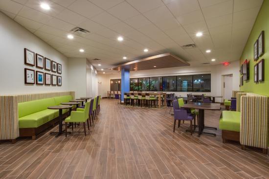 Holiday Inn Express in Wilkesboro: Breakfast Area