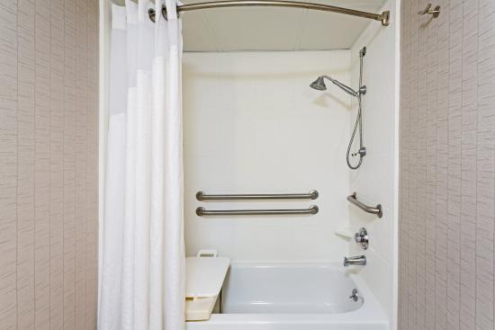 Wilkesboro, Caroline du Nord : ADA/Handicapped accessible Guest Bathroom