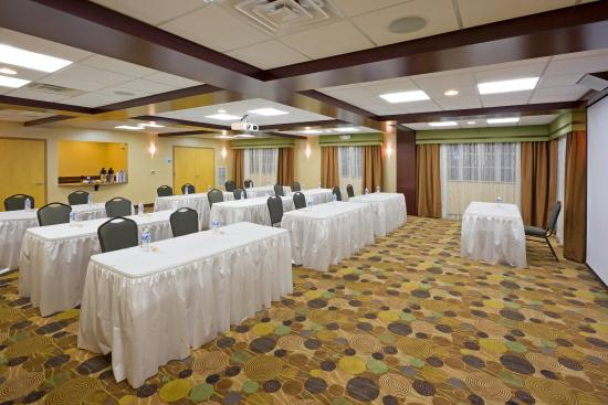 Absecon, NJ: Hold a meeting classroom or theater style in this large flex space