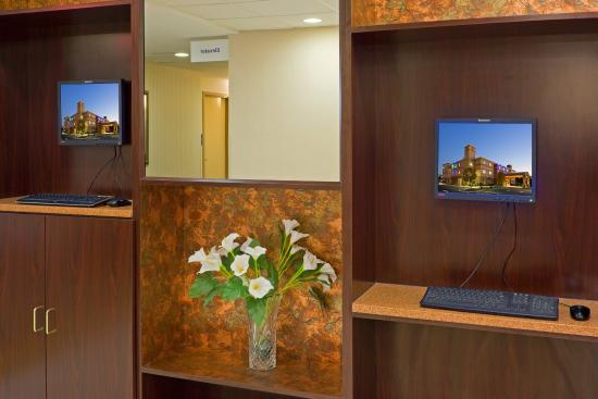 Holiday Inn Express Absecon - Atlantic City Area: The world is at your fingers w/ our complimentary business center