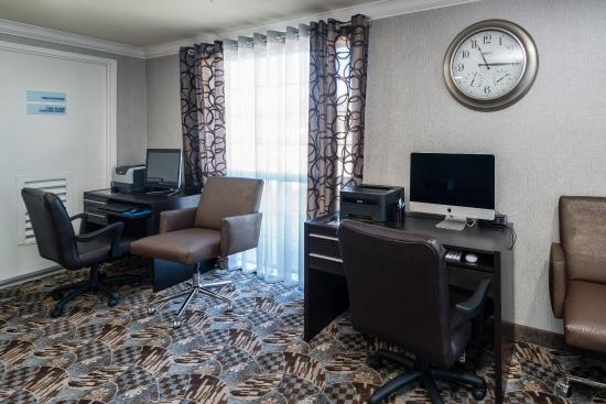 Holiday Inn Express Hotel & Suites - Santa Clara: Business Center