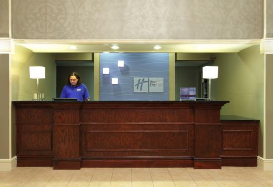 Holiday Inn Express Fort Smith: Front Desk