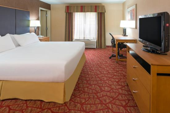 Holiday Inn Express Grants Pass: ADA/Hearing accessible King Suite
