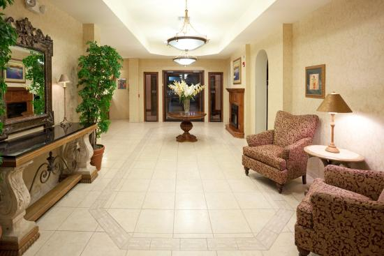 Holiday Inn Express Hotel & Suites: Hotel Lobby