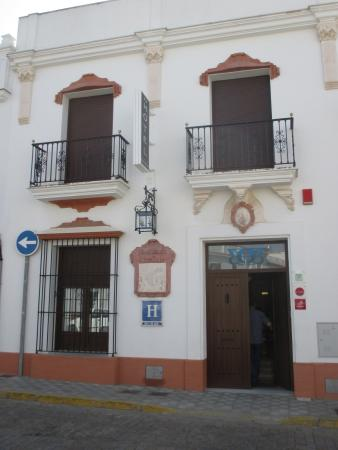 Hotel Plaza Escribano: Front of the hotel