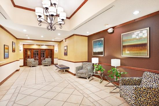 Holiday Inn Express Hotel & Suites Dillsboro: Hotel Lobby