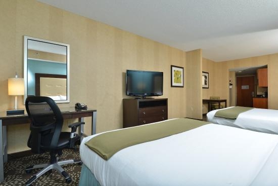 Holiday Inn Express Hotel & Suites Dillsboro: Double Queen Studio Suite