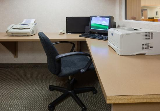 Holiday Inn Express Yankton : 24 Hour Business Center