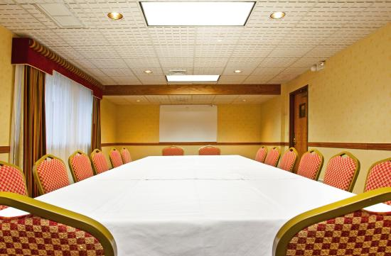 Holiday Inn Express Hotel & Suites Grand Rapids Airport: Meeting Room