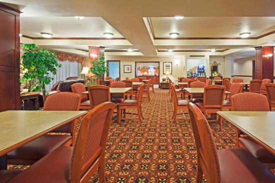 Holiday Inn Express Hotel & Suites Wausau: Breakfast Area