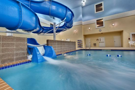 Holiday Inn Express Brookings : Swimming Pool