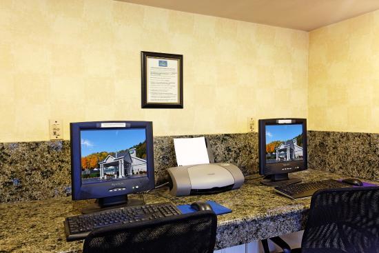 Holiday Inn Express Springfield: Business Center