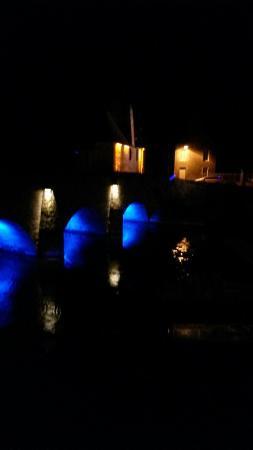 Le Vieux Pont de Ducey: Da hotel le moulin