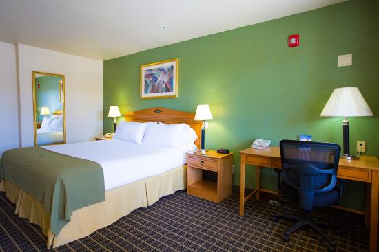 Holiday Inn Express San Jose Central City: King Bed Hear Mobility Accessible Tub Non Smoking Guest Room