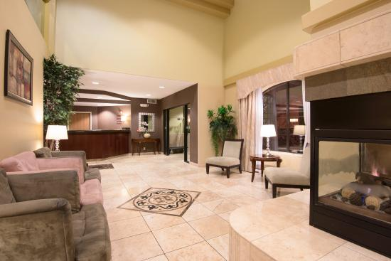 Holiday Inn Express Prescott: Relax in our Lobby Lounge seating area