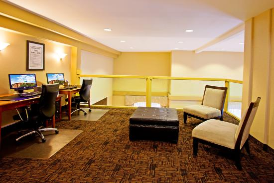 Holiday Inn Express Prescott: Business Center
