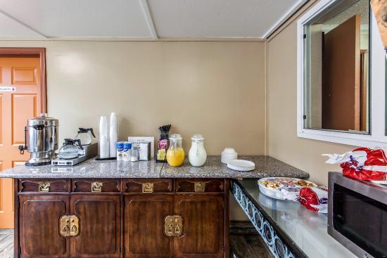 Rodeway Inn SeaTac: Breakfast Area
