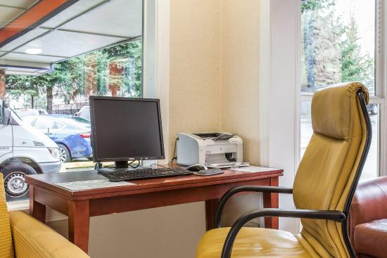 Rodeway Inn SeaTac: Business Center