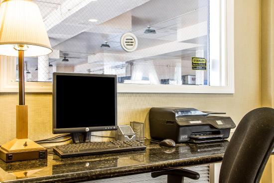 Quality Inn Auburn: Computer