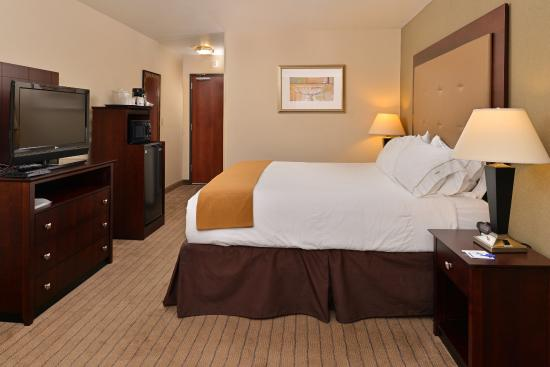 Holiday Inn Express Portland South - Lake Oswego: King Bed Guest Room