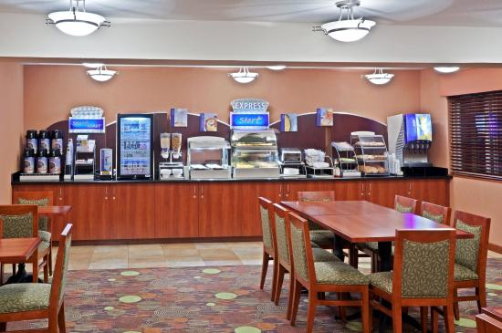 Holiday Inn Express Portland South - Lake Oswego: Breakfast Bar