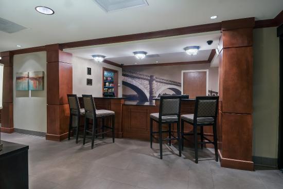 Staybridge Suites Jackson: Front Desk