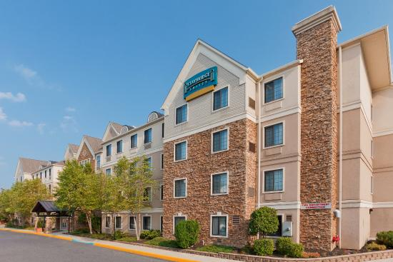 Staybridge Suites Allentown Bethlehem Airport: Hotel Exterior