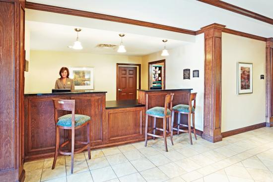 Staybridge Suites Knoxville Oak Ridge: Front Desk